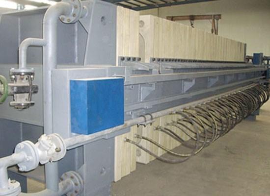 压滤机是重要机型,分为明流和暗流,主要由电气控制系统,液压控制系统图片